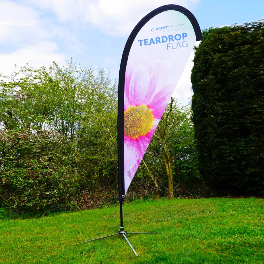 Image showing a teardrop flag used in a blog post by Printdesigns about promotional flags